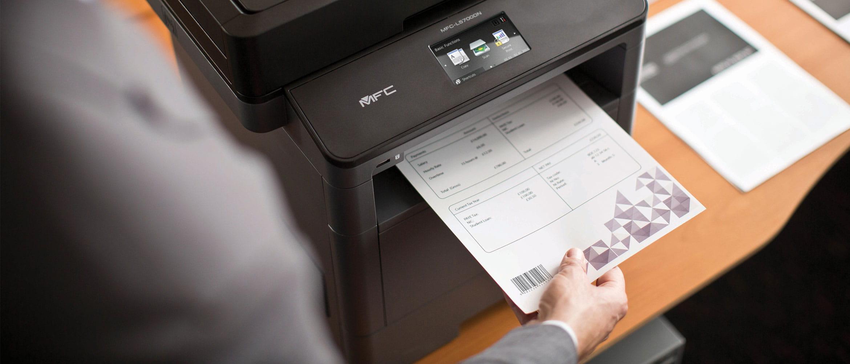 MFC-L5700DN črno-bela laserska večfunkcijska naprava tiska dokument s črtno kodo