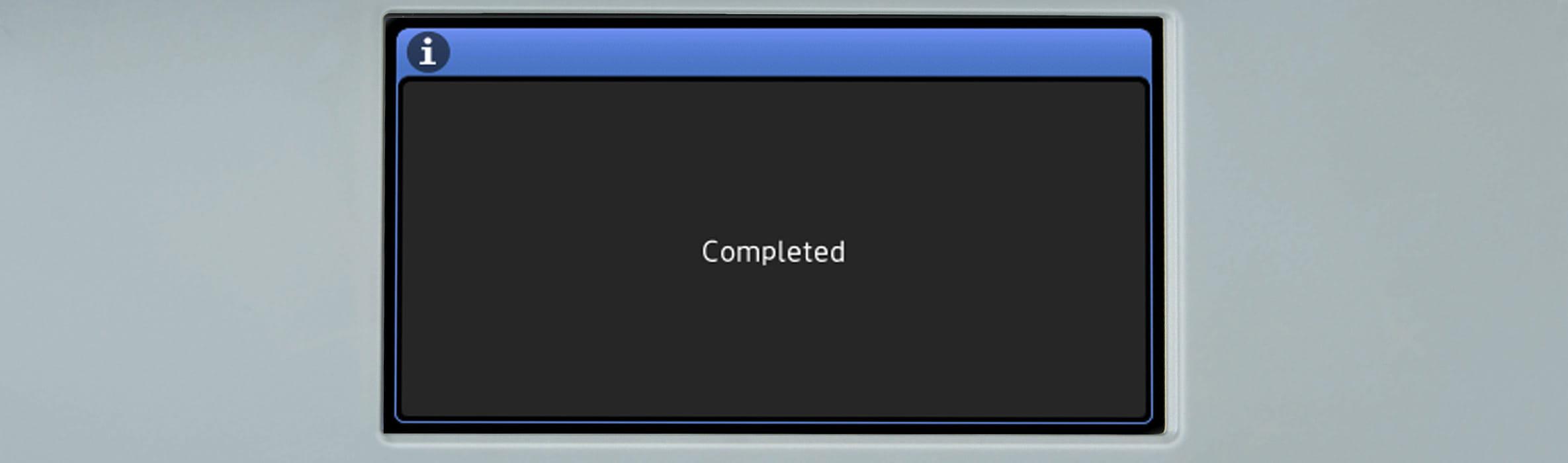 Zaslon na dotik na večfunkcijski napravi Brother s sporočilom Dokončano