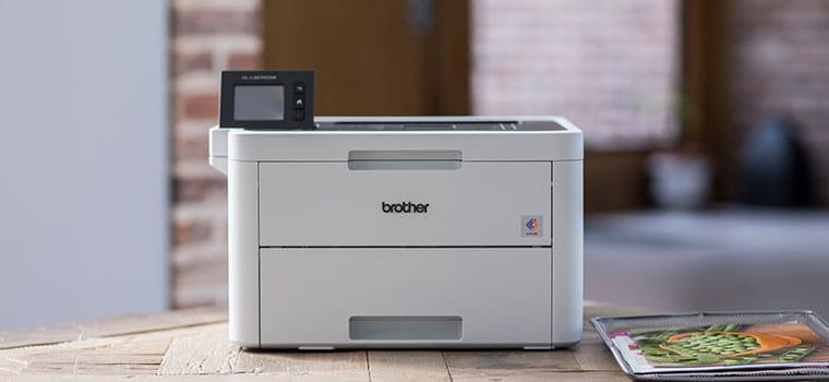 HL-L3270CDW barvni laserski tiskalnik na leseni mizi