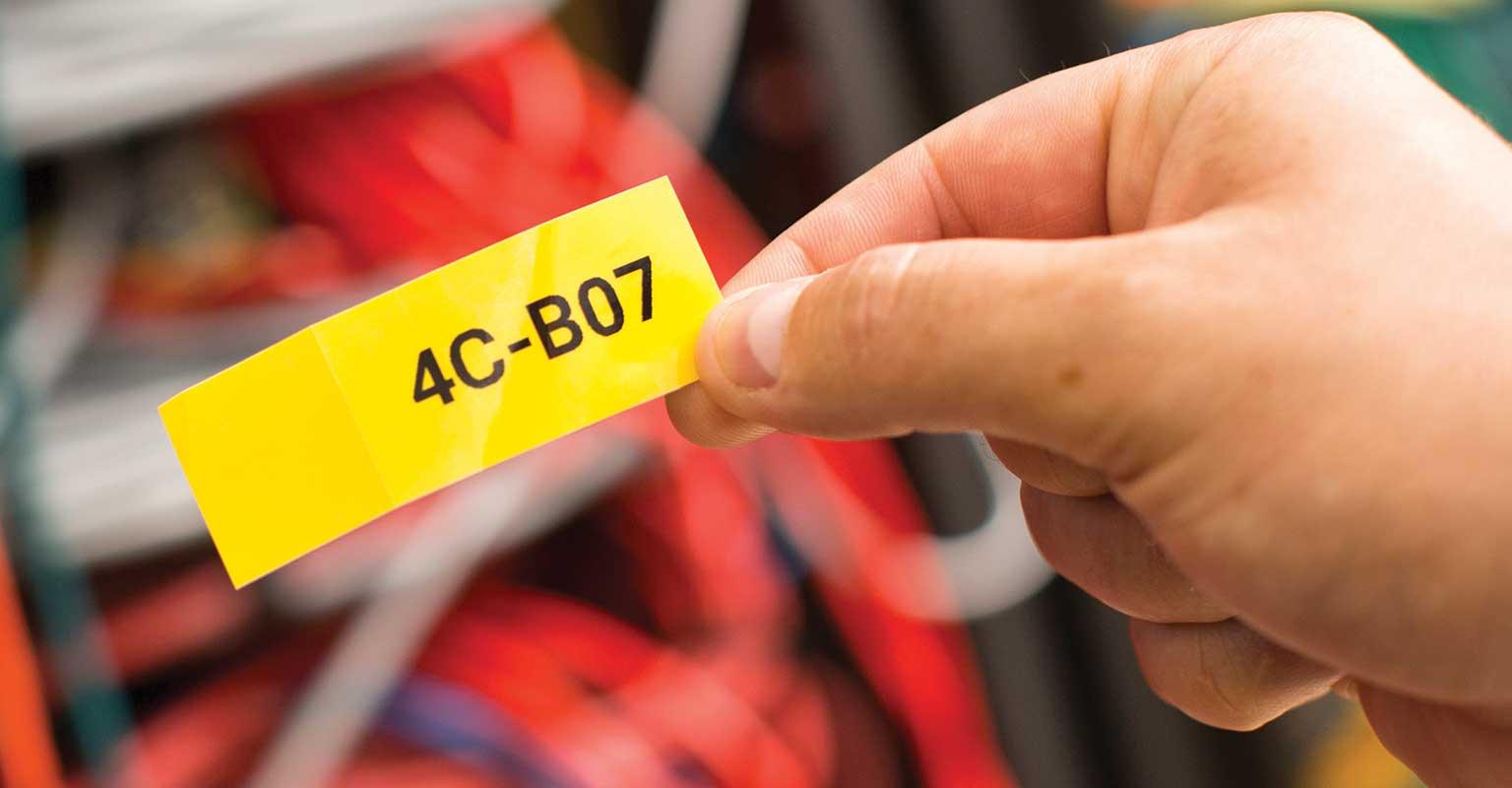 Nalepka po meri, natisnjena prek mobilne aplikacije Brother Cable Label Tool