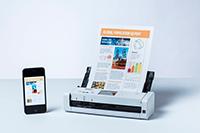 ADS-1700W z dokumentom in mobilnim telefonom