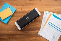ADS-1700W kompaktni skener dokumentov na mizi z listom papirja A4