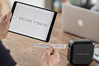 Prikaz uporabe P-touch Cube Plus s tablico