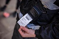 Izvršitelj tiska račun na 51 mm RJ tiskalnik, pritrjen na trak za nošenjena rami